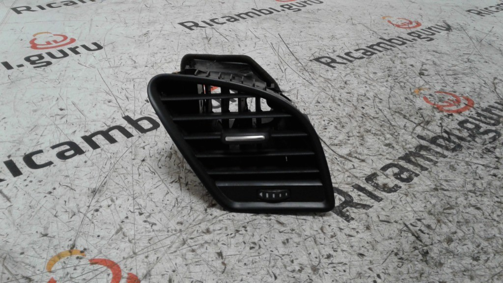 Bocchetta aria Anteriore Destra Audi a4