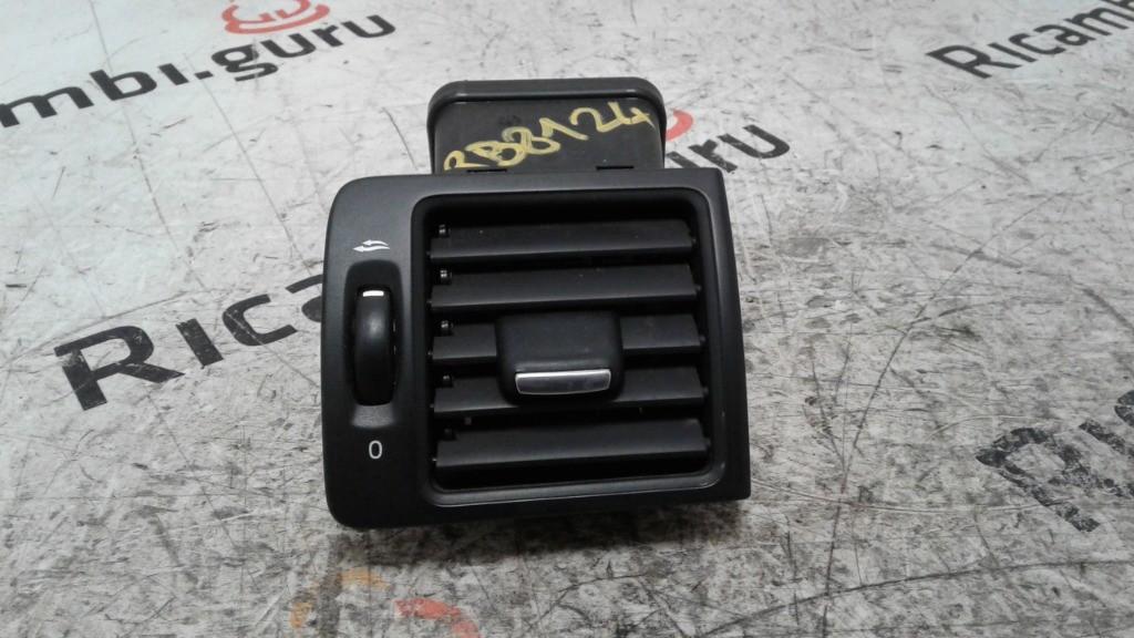 Bocchetta aria Destra Volvo v50